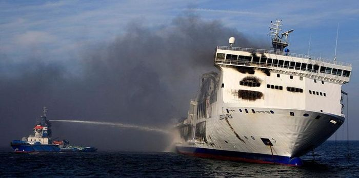 Пожар на пароме в Балтийском море (8 фото)