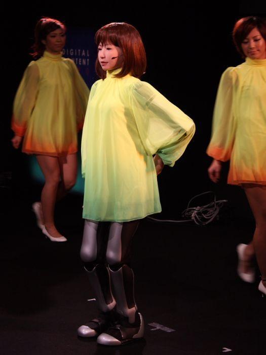10 фото+видео). Танцующая человекоподобная девушка-робот HRP-4C.
