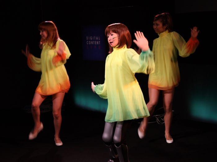 Танцующая человекоподобная девушка-робот HRP-4C (10 фото+видео)