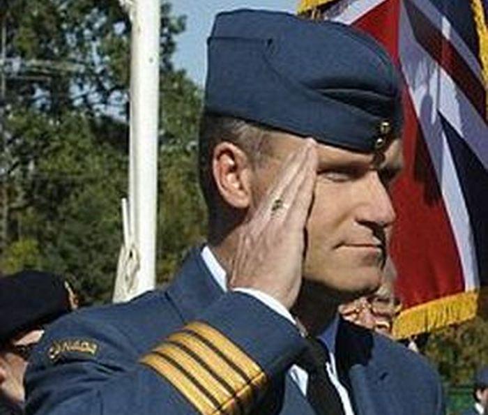 Экс-начальник крупнейшей базы ВВС Канады оказался маньяком (5 фото)