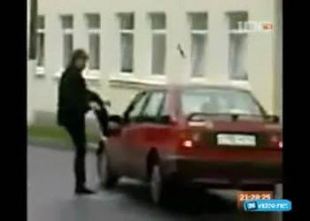 Неадекватный пешеход калечит машины