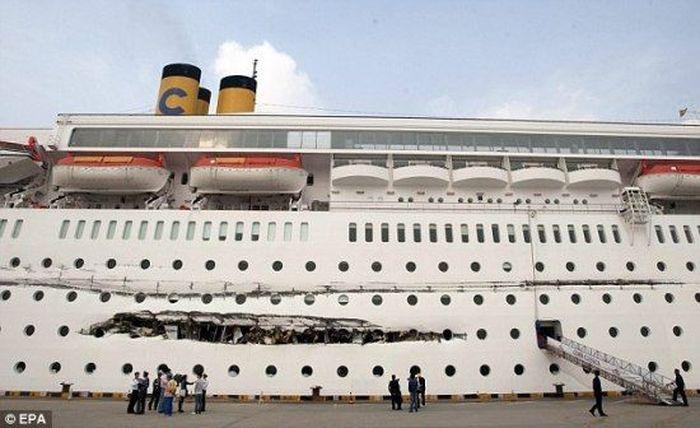 Столкновение кораблей (4 фото)