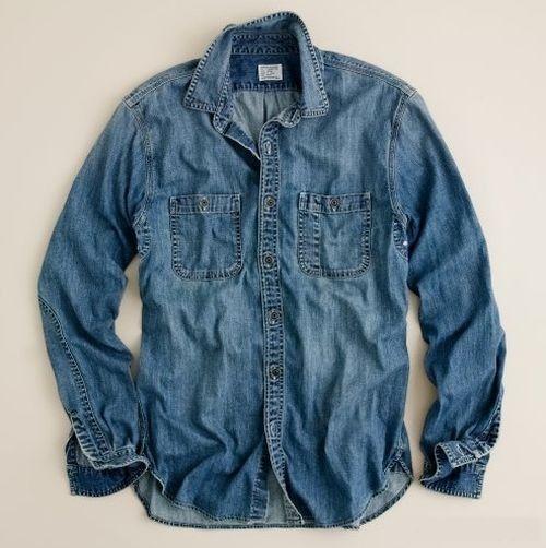 Джинсовая рубашка или куртка. В них не ходили разве только что ленивые ))