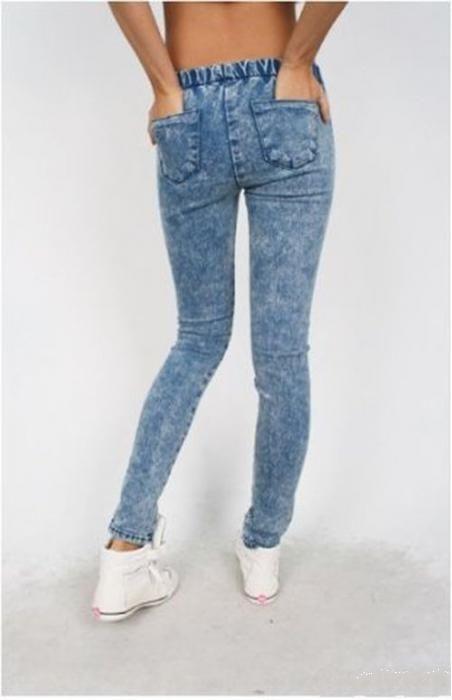 «Варенки»- это был так сказать «писк». Если у кого-то их не было, то покупались обычные синие джинсы и «варили» их самостоятельно с помощью специальных технологий.