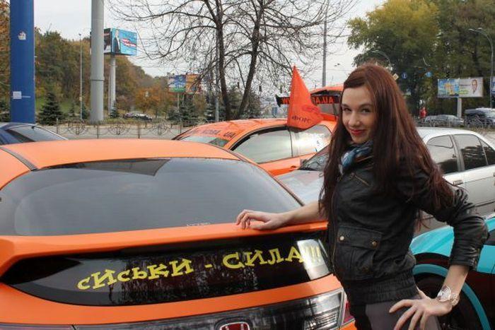 В Киеве прошел автопробег Мы любим сиськи! (10 фото)
