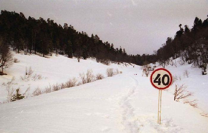 Ограничение скорости на дорогах в зимний период года (4 фото+текст)