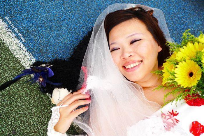 Жительница Тайваня вышла замуж сама за себя (11 фото)