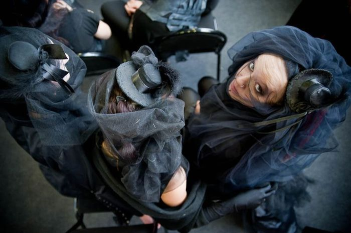 Дефиле траурных костюмов (69 фото)