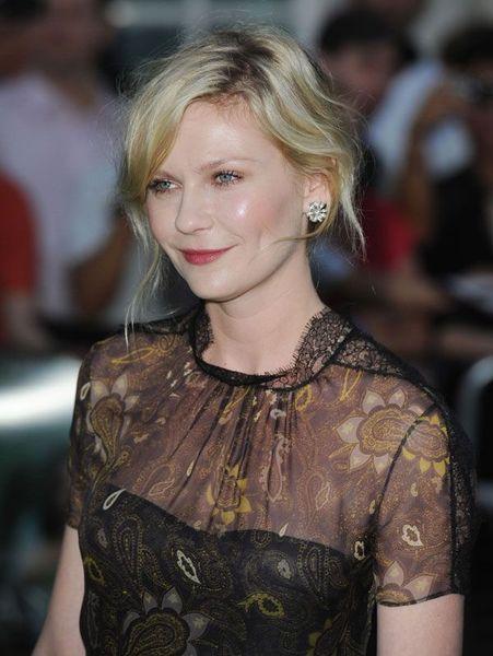 Kirsten Dunst на премьере фильма Меланхолия (6 фото)