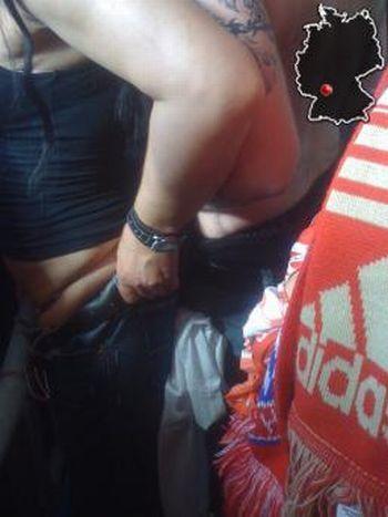 Болельщики Баварии, во время матча, занялись сексом (4 фото)