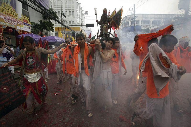 Вегетарианский фестиваль на острове Пхукет (17 фото)