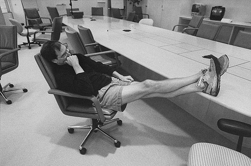 Умер Стив Джобс (12 фото)