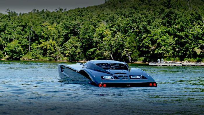 Автомобиль-амфибия Superboat  на базе Corvette(3 фото)