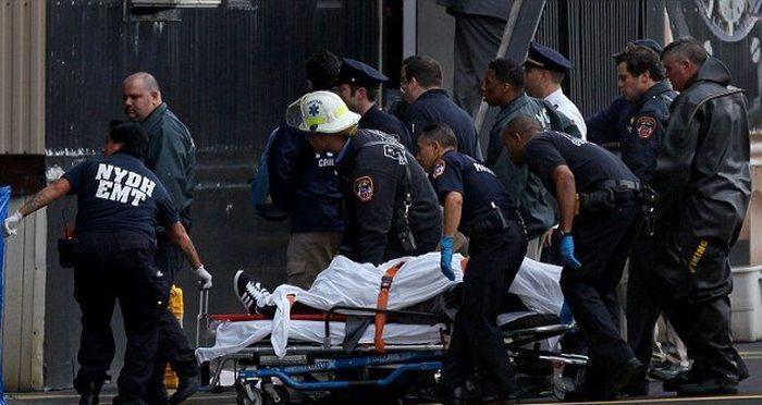 В Нью-Йорке частный вертолет рухнул в реку (11 фото)