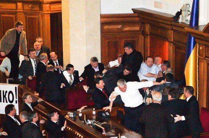 10 самых кровавых драк между политиками и бизнесменами (10 фото)