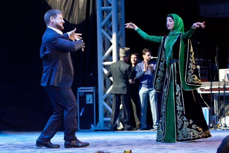 В гости к президенту Чечни приехали Жан-Клод Ван Дамм и Ванесса Мэй (15 фото)