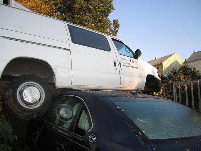 Белый фургон-разрушитель (9 фото)
