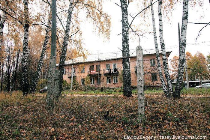 Вымирающий военный город Рычково (42 фото)
