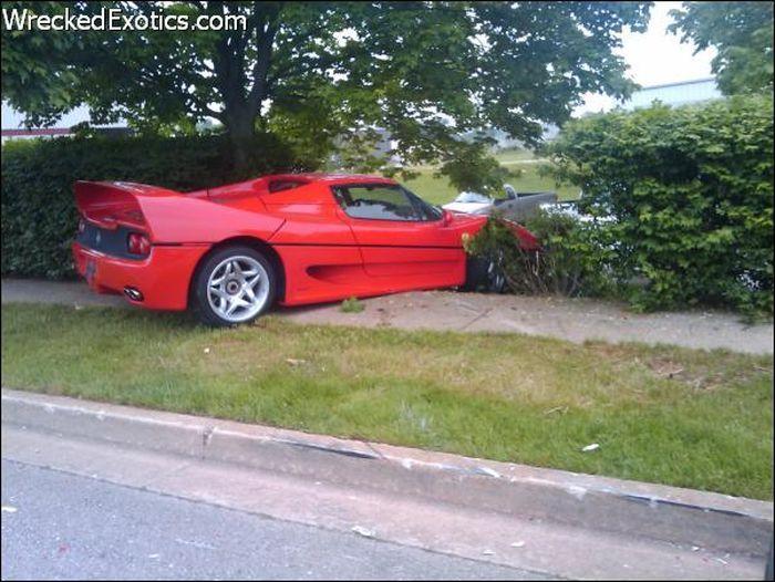 Сотрудника FBI оправдали за разбитую им Ferrari F50 (5 фото)