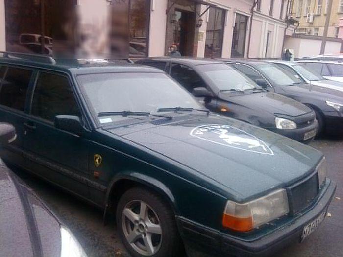 Необычный тюнинг на крыше Volvo (2 фото)