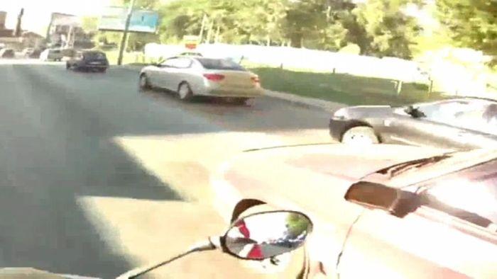 Подборка аварий и курьезов на дорогах (видео)