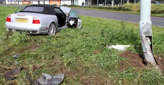 В Роттердаме раскрошили Maserati Spyder (6 фото)