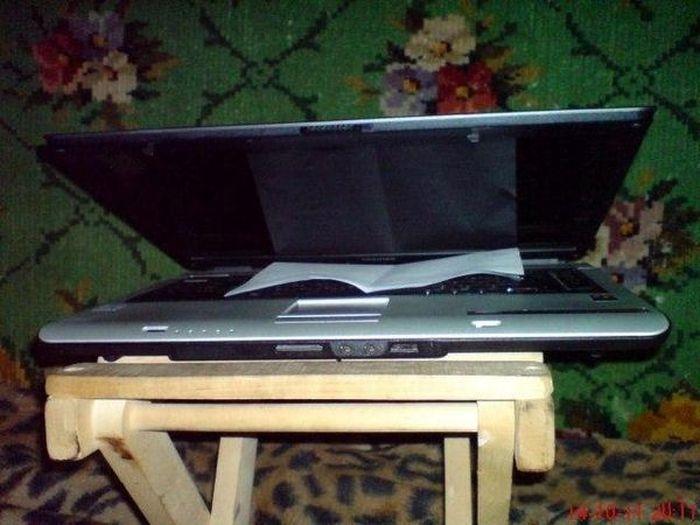 Ноутбук разговаривающий музыку (3 фото)
