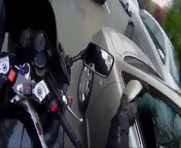 Доброжелательный мотоциклист