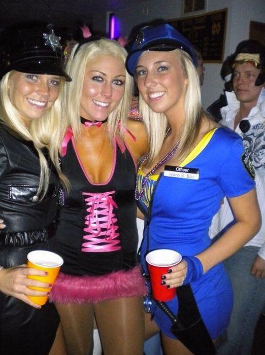 Девчонки отрываются на вечеринках (98 фото)