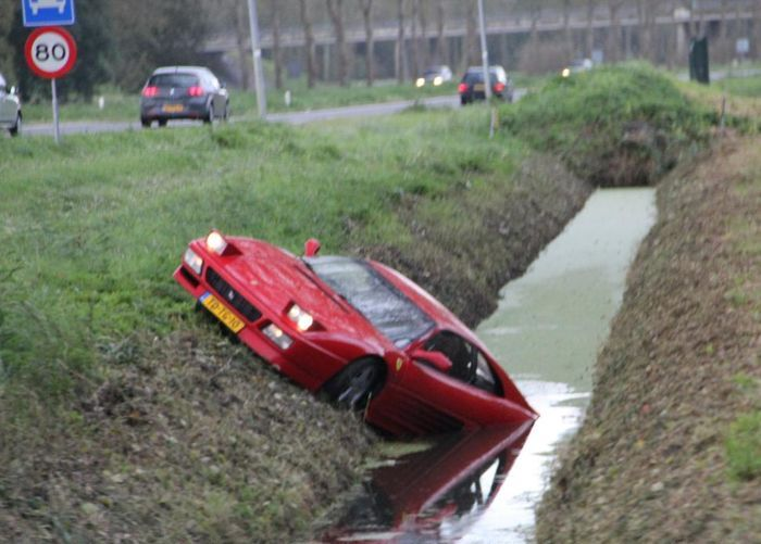 Старый, но неподатливый Ferrari 348 (8 фото)