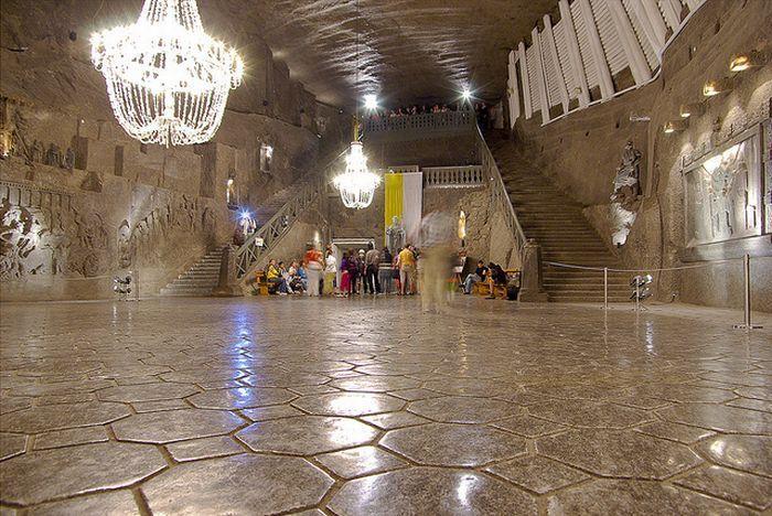 Соляная шахта в Величке - подземный соляный собор (24 фото)