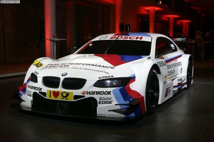 BMW M3 DTM в полной боевой раскраске (11 фото)