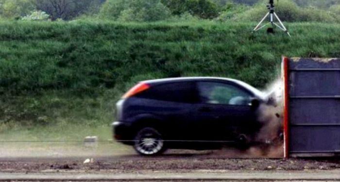 Убийственный краш-тест Ford Focus на скорости 193 км/ч (5 фото+гифка+видео)