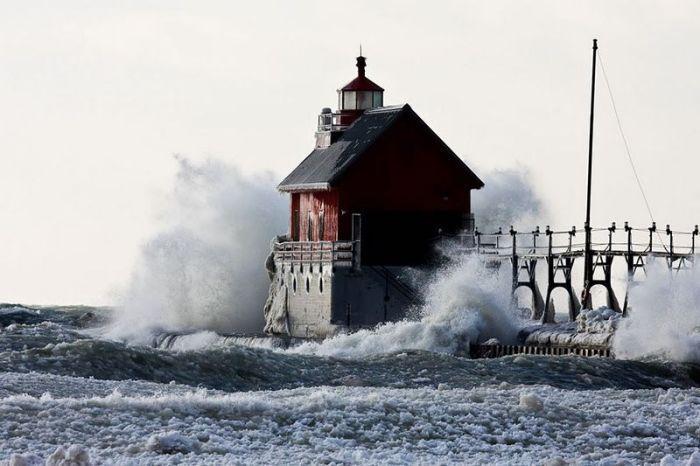 Волны и маяки (43 фото)