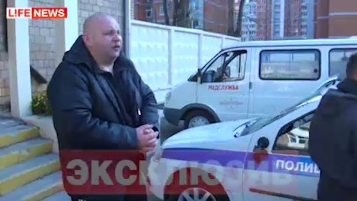 Голый мужик таранил машины в Москве (3 видео)