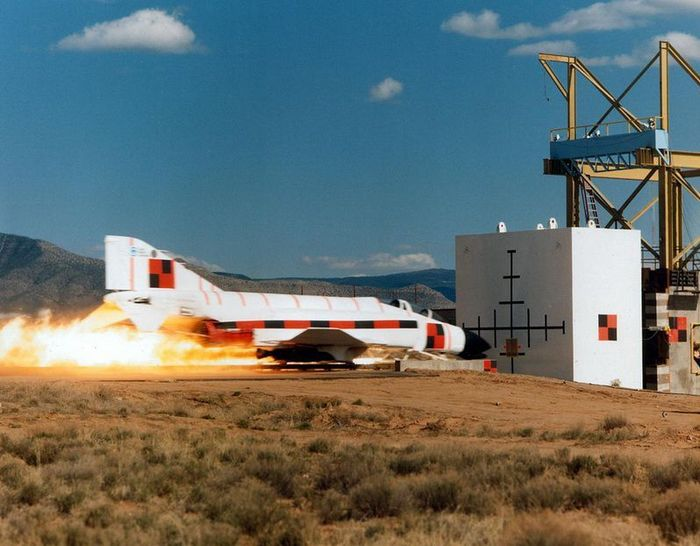 Краш-тест сверхзвукового шаттла (3 фото + 1 видео)
