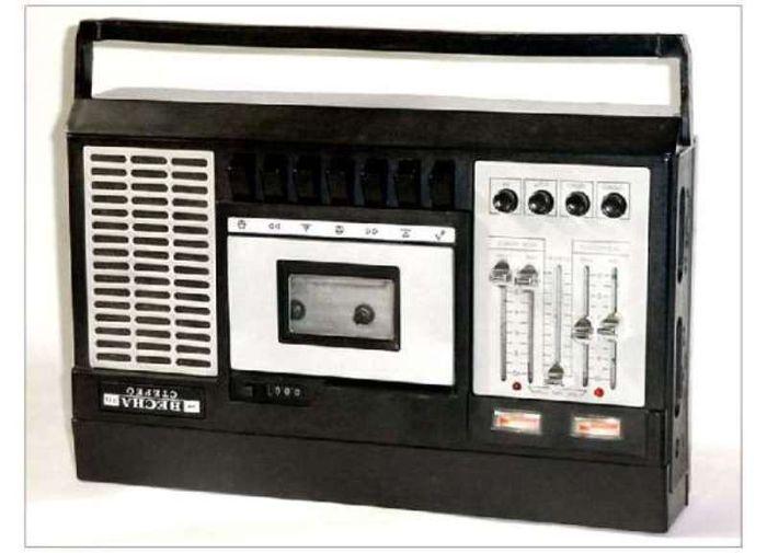 Советский кассетный магнитофон (6 фото)