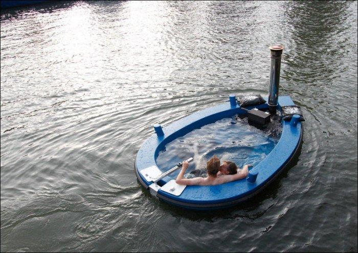 Лодка-бассейн (8 фото)