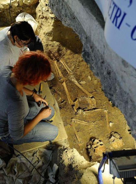 Археологи, возможно, нашли останки Моны Лизы (6 фото)