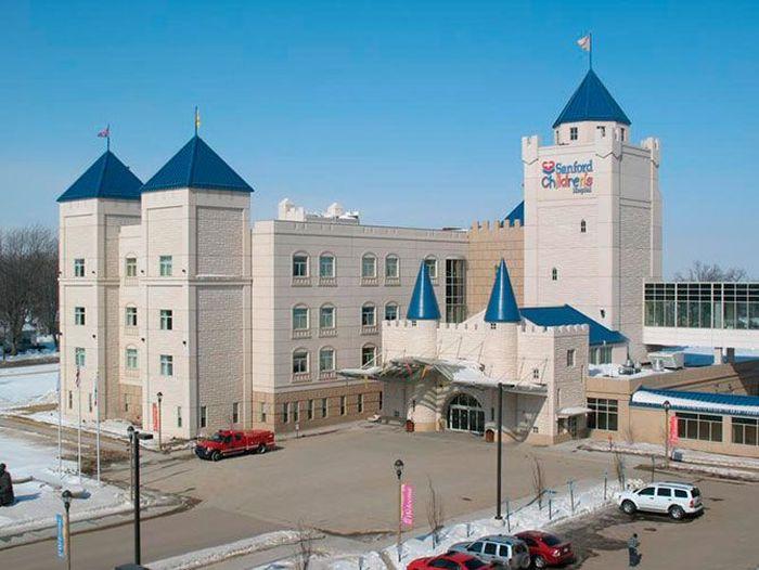 Детские больницы с красивым интерьером (18 фото)