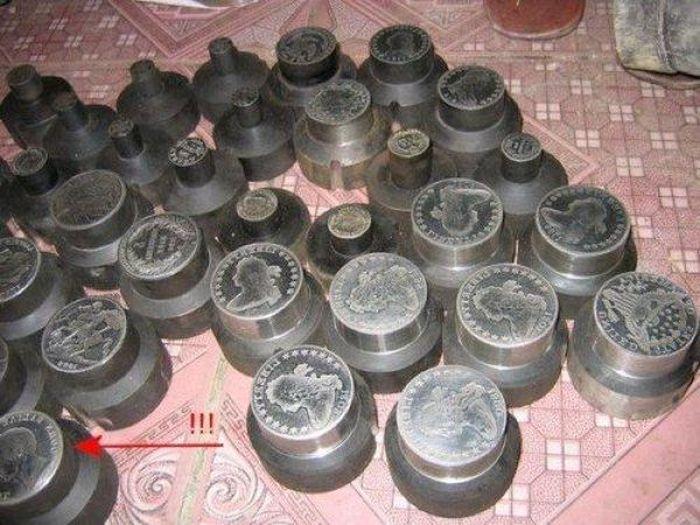 Поддельные китайские монеты (9 фото)