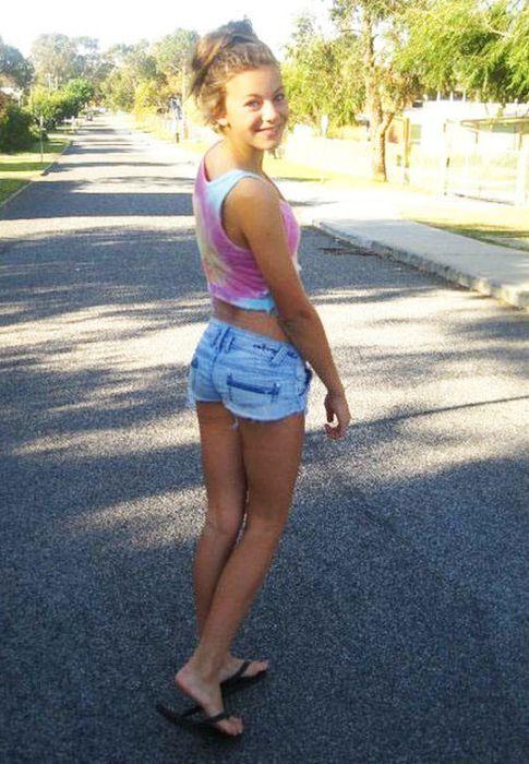 Chicas en pantalones muy cortos 31