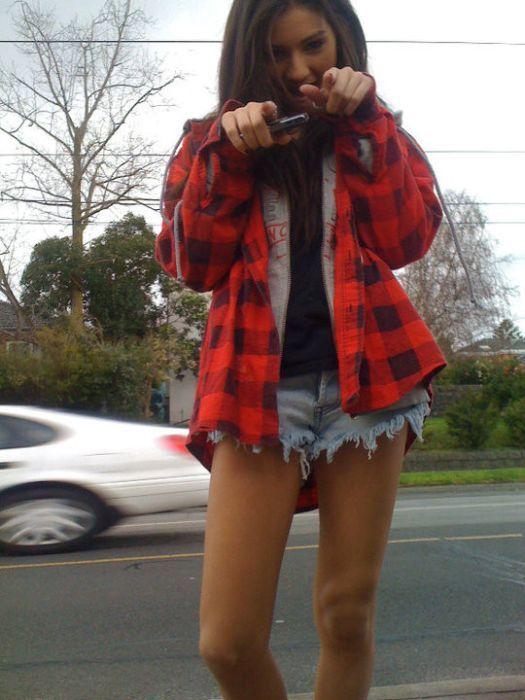 Chicas en pantalones muy cortos 33