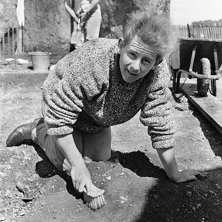 restavraciya 0065 (FOTO) VELIKA BRITANSKA PREVARA: Stounhendž je sagrađen 1954. godine!!!