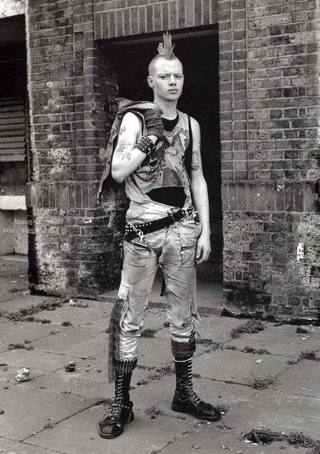 Британские субкультуры 1970-х – 1990-х годов (42 фото)