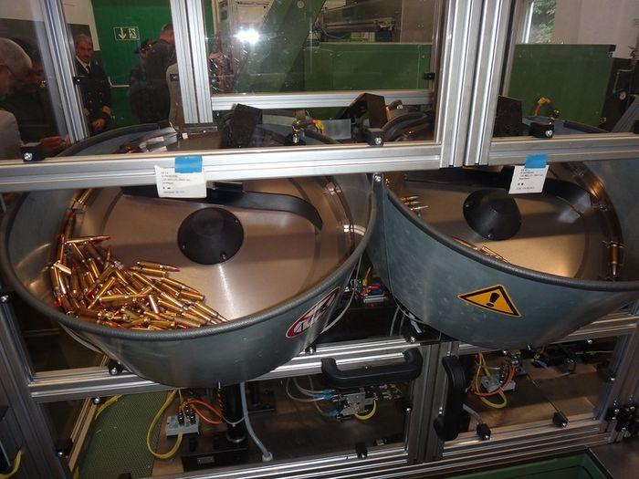 Как снаряжается пулеметная лента (6 фото)