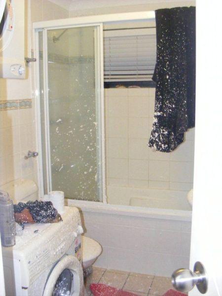 Взрыв баллончика с пеной для бритья (6 фото)