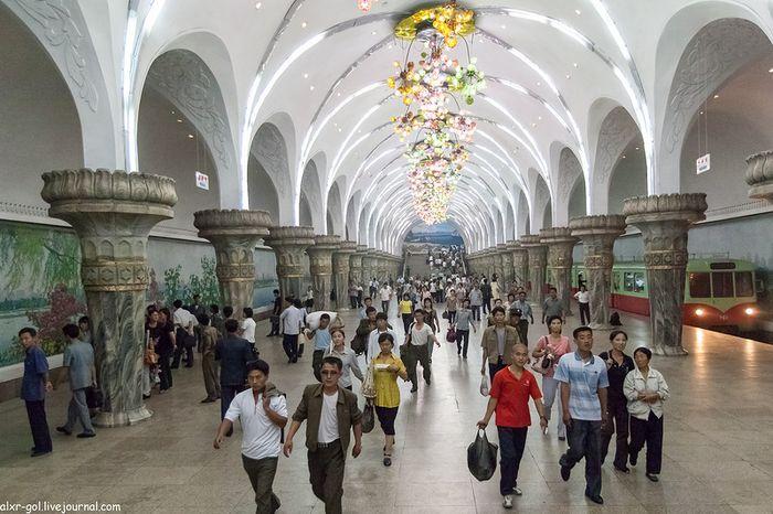 Пхеньянский метрополитен (28 фото)