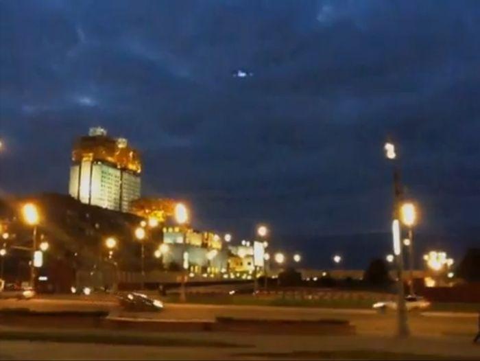 Пришельцы летают над Москвой (видео)