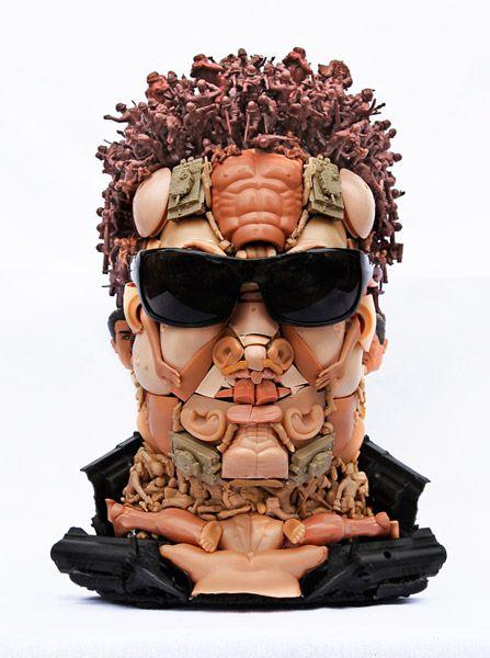 Скульптуры из игрушек (24 фото)